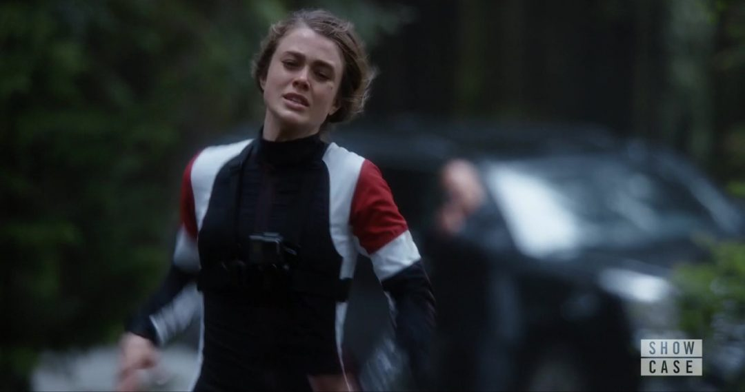 15 - Carrie tries to run from a bullet